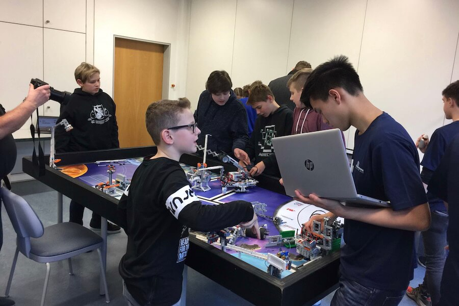 Die EllyBotiX bei der First Lego<br>League in Darmstadt
